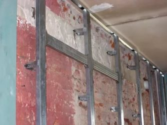 Как установить направляющие для гипсокартона на стену?