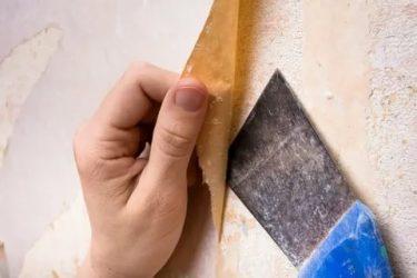 Как убрать засохший клей с обоев?