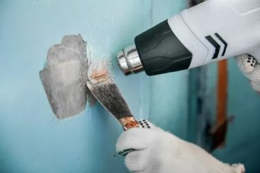 Как счистить краску со стены в ванной?